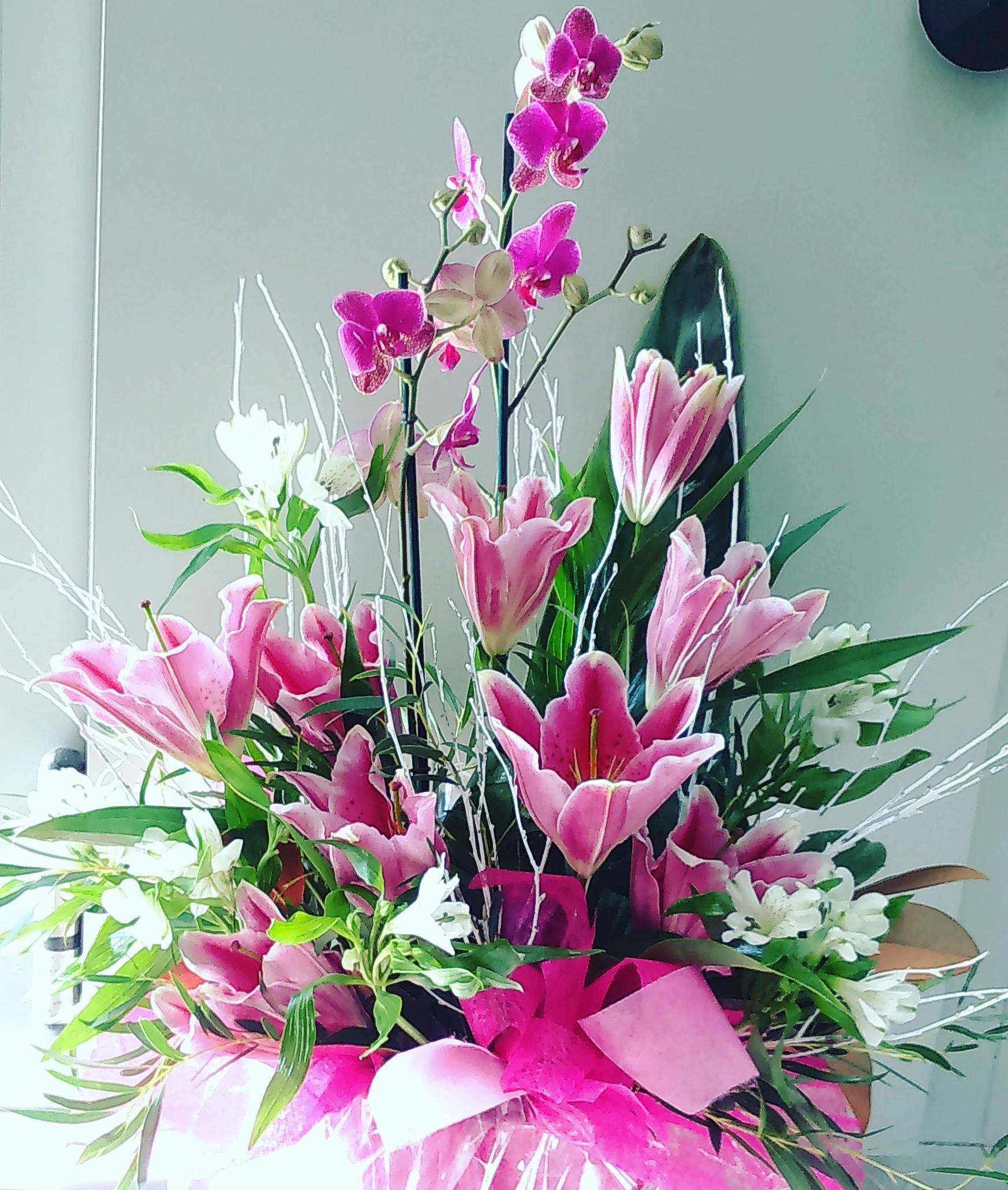 Centro rosado con orquídea en planta 65€